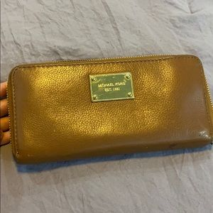 Micheal kor wallet